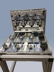 Roboter und Montagelinien