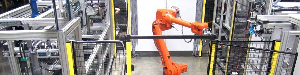 Sondermaschinenbaulösungen in Metall- und Kunststoffindustrie