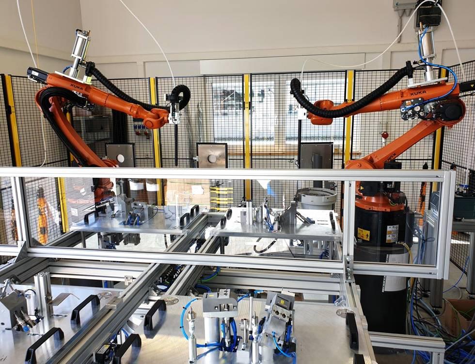 Robotermontagezelle mit robotergeführter Verbindungstechnik