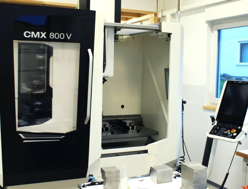 CMX 800V milling station