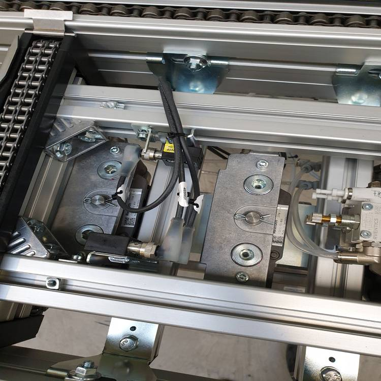 Verketten von Maschinen und Automaten über Transfersystem